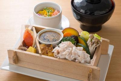 「黒豚の野菜蒸しセット」(1100円) / 遊食豚彩いちにいさん JR博多シティ店