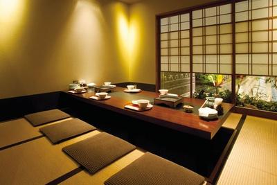 畳敷きの個室(4~8人用)は3室。子連れも安心 / 遊食豚彩いちにいさん JR博多シティ店
