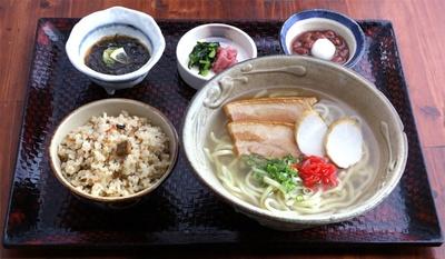 沖縄そば(756円) / 沖縄料理 あだん KITTE博多店