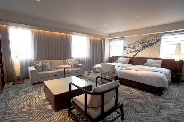 1400mm幅のゆったりしたベッドに、広々としたリビングスペースがあるエグゼクティブツインの「ラウンジルーム」