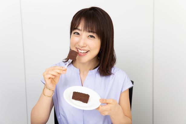 【写真】あんこスイーツを満面の笑みで頬張る川田裕美アナ