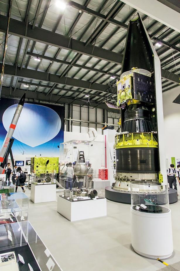 「宇宙探査実験棟」の見学と「宇宙科学探査交流棟」の特定の展示やテーマについての解説ツアーも実施