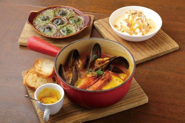 ブイヤベースなどの看板料理は必食!ディナーコース(4280円)は約30種の中からメイン、前菜などを選べる