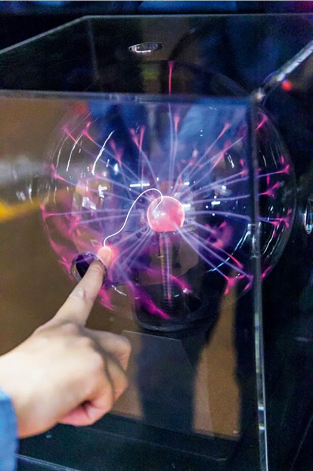 放電球などで科学遊びを満喫