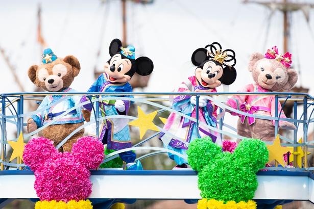 東京ディズニーシーの「七夕グリーティング」では、彦星と織姫のコスチュームを着たダッフィー&シェリーメイにも会える!