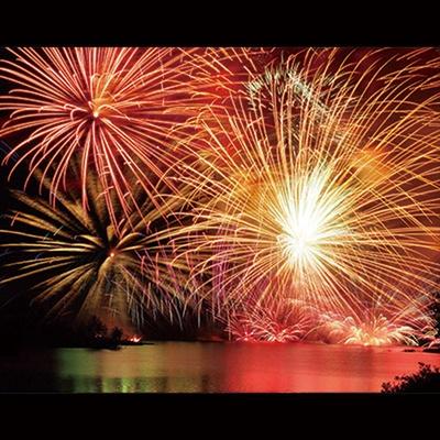 第37回耶馬溪湖畔祭り / 約2000発が大音響と共に湖面に美しく映る