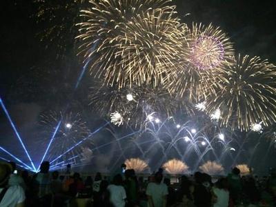 かのや夏祭り納涼花火大会 / 鹿屋港の沖合で2尺玉がドカンと響く