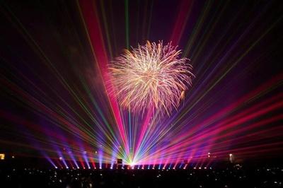 防府天満宮御誕辰祭 花火大会 / 音楽と花火の共演で神社の幻想的な光景が味わえる