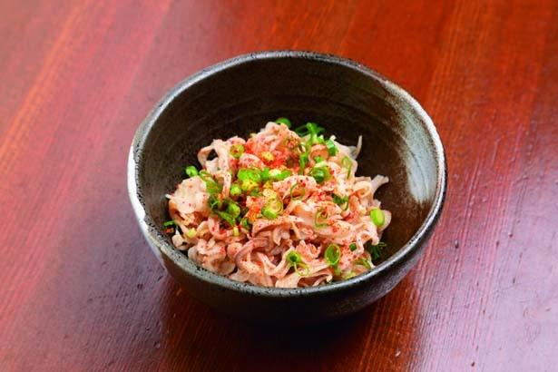 博多直送の酢モツ(400円)。程よい柔らかさで、さっぱりとした味付けに箸が進む/辛味噌鉄板 竜ちゃん