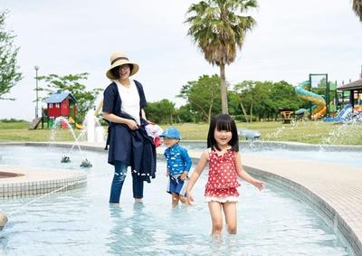 水深の浅いじゃぶじゃぶ池は、ちびっこの水遊びに最適