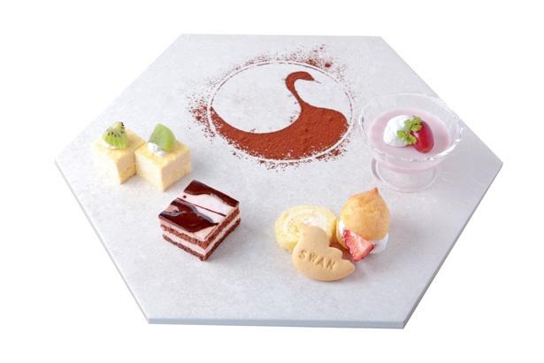 プレートには美濃焼の陶板を使用。「デザートプレート」(680円)