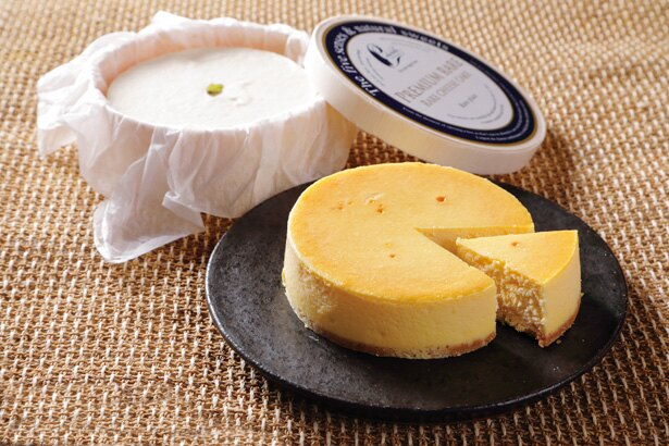 濃厚だけど、あと味軽やか「『カラベル』のベイクドロワイヤル、プレミアムレアチーズケーキのギフトセット」(3132円)