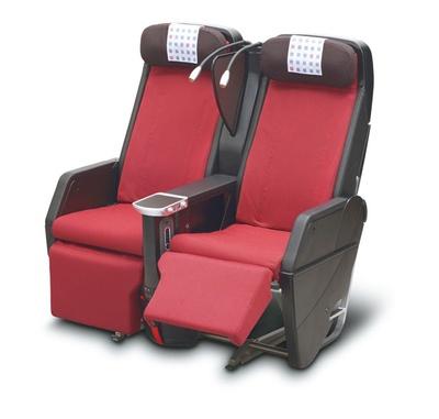 JALプレミアムエコノミー席のシートに座ってハワイに行きたい!