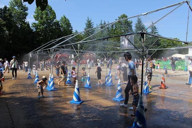 夏の暑さを吹き飛ばすミストシャワー「霧霧舞」