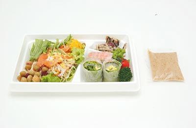 美しく食べられる!?「海の恵み!Saladプレート」(580円)