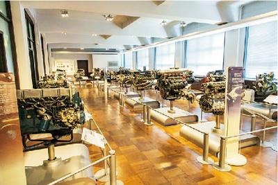 28台のエンジンを常設展示する。エンジンは非定期サイクルで入れ替えを行っている
