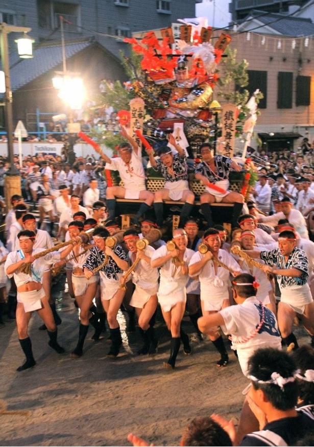 博多祇園山笠 / 最終日の早朝の「追い山笠」が最大の見どころ