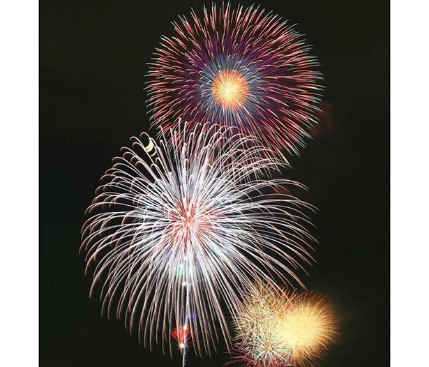 尺玉とスターマインなど1万2000発が夏の夜を彩る / 戸田橋花火大会