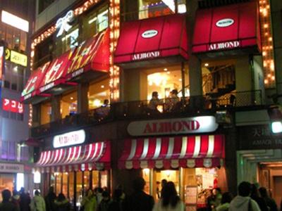 昭和39年オープンの「アマンド六本木店」は街のシンボルだ