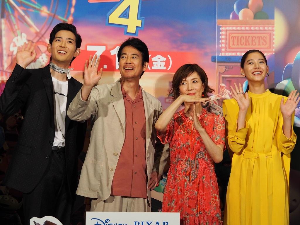 笑顔で手をふる日本語声優を務めた竜星涼、唐沢寿明、戸田恵子、新木優子
