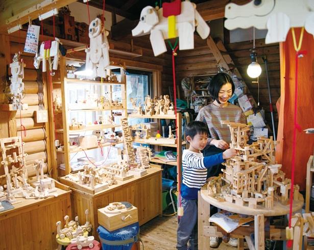 木の玩具 おれんじ村 / 精巧な作りに思わず目を奪われる
