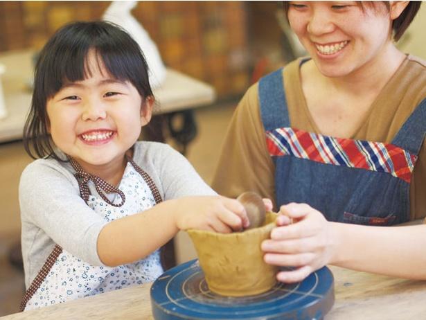 陶芸広場 赤ぴーまん / 「手びねりコース」は所要約90分。湯呑み、茶碗、皿から作る物を選ぼう