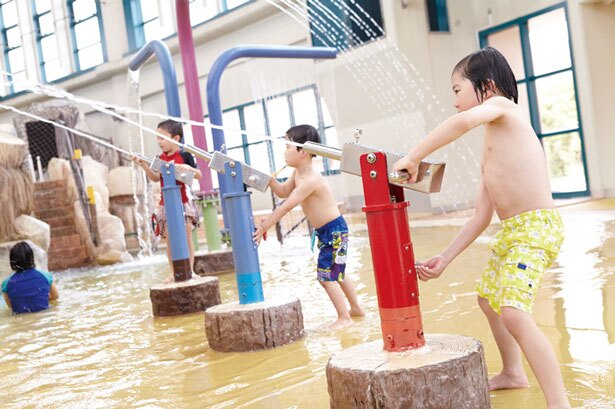 乳幼児には安全で楽しい仕かけがそろう「子ども用プール」がイチオシ/鶴見緑地プール