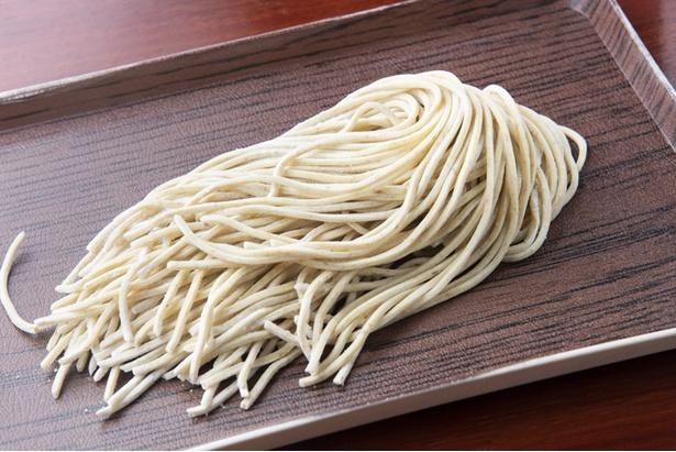 信州小麦の「華梓」と国産100%の「夢絆」で作る自家製麺。つけ麺は麺の量を150g、200g、250g、300gから選べる(同料金)