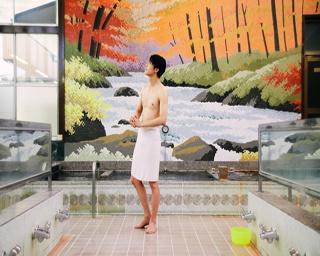 東大出身のインテリ派俳優・太田裕二が横浜下町のレトロ銭湯へ。しなやかな筋肉と美肌にドキッ!