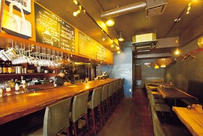 【写真を見る】昼はカレー、夜は米・食味鑑定士の資格を持つ店主が米をテーマとした居酒屋を営業/938