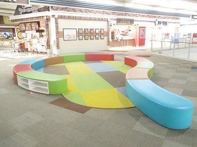 イオンンモール八幡東 / 自由に利用できるキッズスペース「こどもの遊び場」。6歳以下が対象