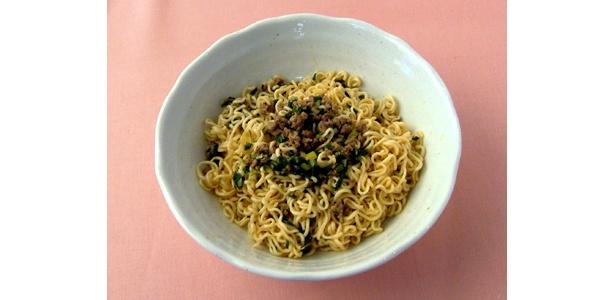 ジャージャー麺に似ていてピリッと辛い「大人のピリカラ・ラーメン」。ポイントは豆板醤で長ネギ、ニラ、ひき肉を炒めること