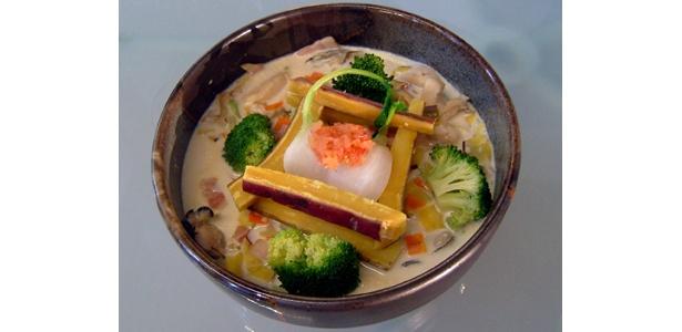 牛乳を入れたスープが美味。野菜は蒸して乗せればOK「白い大地の野菜畑」