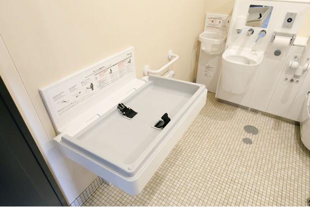 おむつ交換台は管理棟の多目的トイレに設置 / モンベル五ヶ山ベースキャンプ
