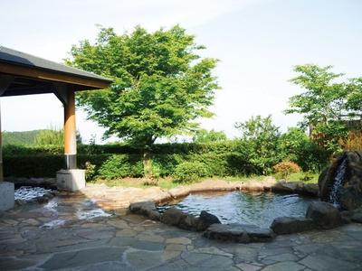 「夕焼けの湯」から見る夕日は絶景。遊んだあと日没ごろに入るのがおすすめ / 四季の里旭志キャンプ場