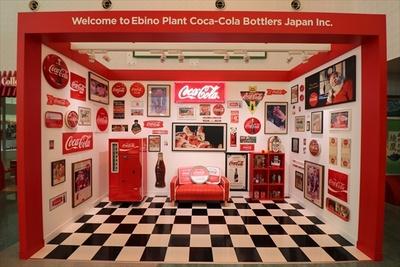 コカ・コーラグッズに囲まれた記念撮影スポットも!