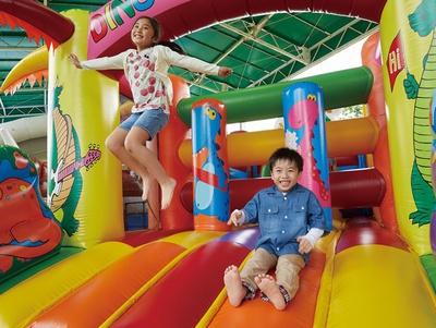 【画像を見る】ハウステンボス / 人気のふわふわ遊具が大集合した「ふわふわランド」