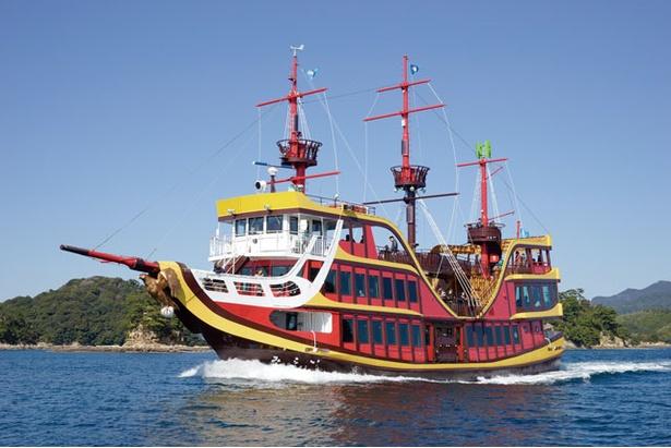 九十九島パールシーリゾート / 海に浮かぶ島々を間近に見る「九十九島海賊遊覧船みらい」