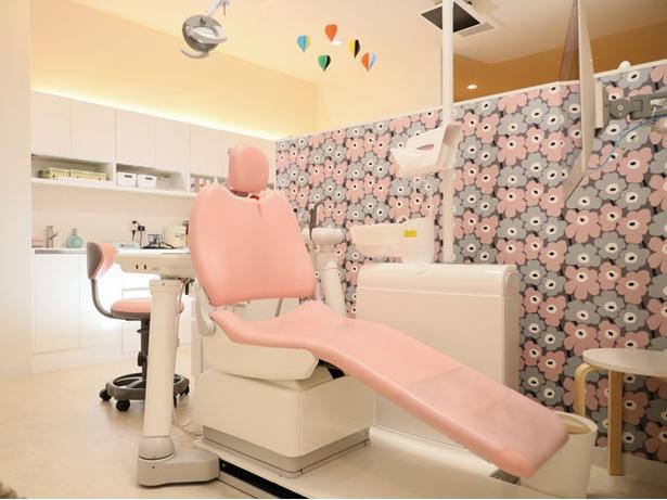 ひろた哲哉歯科 / 天井のテレビで好きな番組を見ながら治療でき、子供の治療もスムーズ