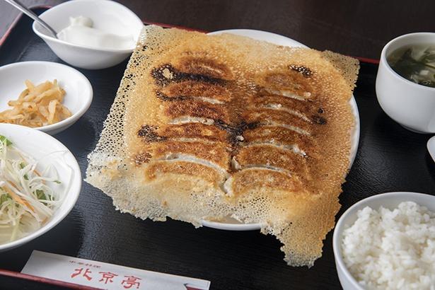 ランチの「羽根付き焼き餃子定食」(750円) に大満足!