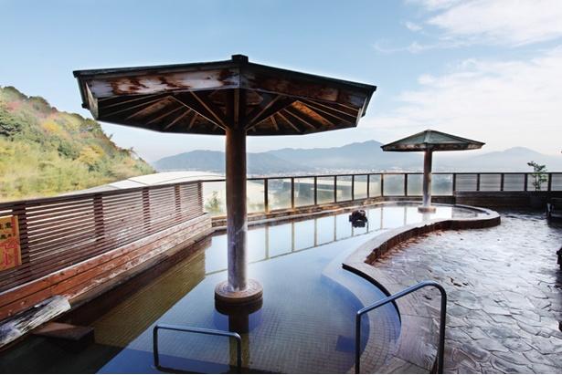 筑紫野 天拝の郷 / ジェットバスや低温風呂、サウナなどを備える内湯と、露天風呂がある