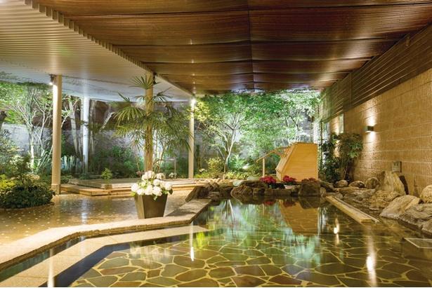 伊都の湯どころ / 女性用露天風呂。内湯には人工炭酸泉を使う木の香炭酸風呂などもある