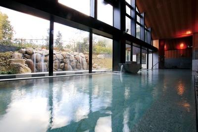 宗像王丸・天然温泉 やまつばさ / 湯はpH9.6で美肌効果に期待大。貸切り湯は平日1室60分2700円~
