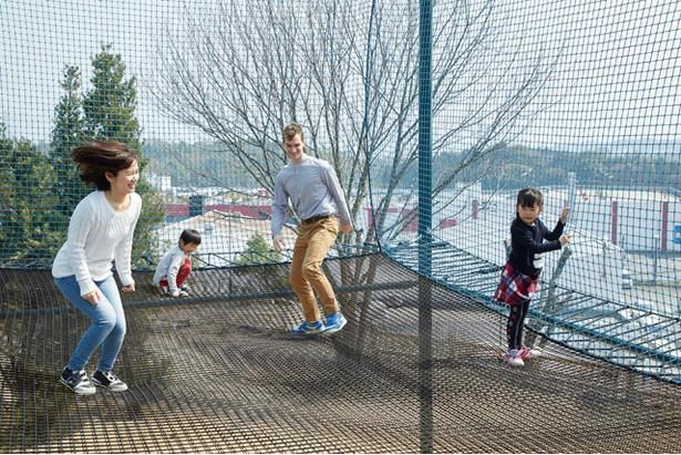 筑紫の湯 /「空中散歩のトランポリン(第1期)」(写真)は19年4月に登場。2020年には約3倍に増築予定
