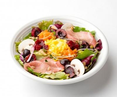 「生ハムとチェリーとふわふわエッグのパワーサラダ」