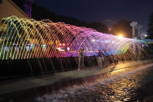 韓国・ソウルの月光レインボー噴水をイメージした噴水アーチウェイ