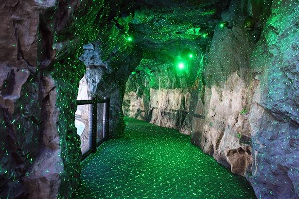 ニュージーランド・ワイトモ洞窟の土ボタルを再現したグレートジャーニー