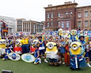 〈USJ〉ミニオンの新登場ショー&夏のパレードで、 超絶クールに全身びしょ濡れに!