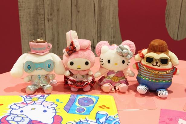 【写真を見る】「ピューロ夏フェスLIVE!!!!」のコスチュームを着たキャラクターのマスコット(全4種・各1944円)など、かわいい限定グッズも要チェック!