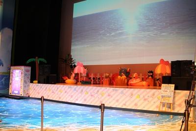 ビーチフェス会場のような光景が広がるピューロアイランド